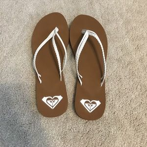 ROXY Kona flip flops (size 8.5)