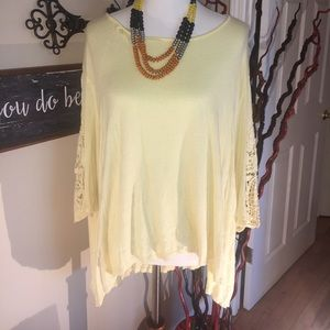 Gorgeous 💛 delicate high/low blouse