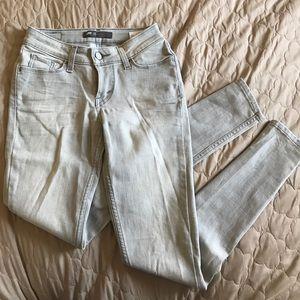 Levi skinny jeans size 25