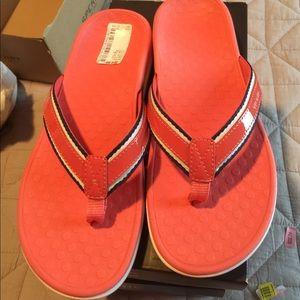 Vionic sandals size 7 and size 6