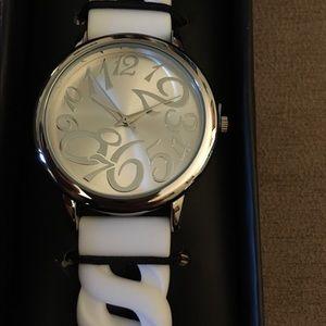 🆕Avon Bright Pastel White Linked Silicone Watch