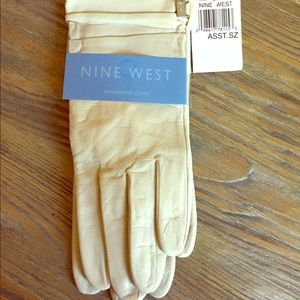 Nine West Ivory Leather Driving Gloves. NWT
