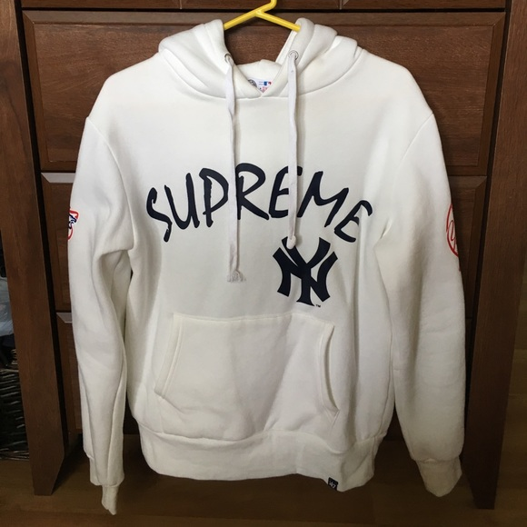 the latest 15d7f cfa0d Supreme New York Yankees Hoodie Box Logo Hoodie M