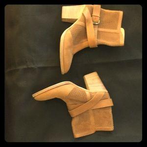 Aquatalia boots tan size 10
