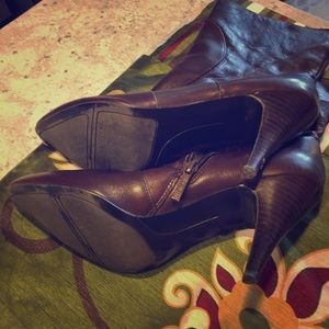 Nine West Shoes - Nine West brown leather ankle booths