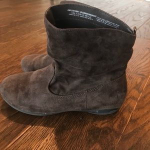Shoes - Girls brown short boots