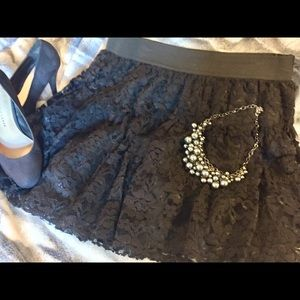 🎀Sweet black lace mini skirt from Elle🎀