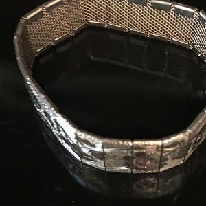 A vintage bracelet it's beautiful etched pictures