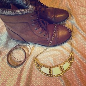 Forever 21, gold and white collar necklace