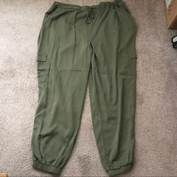b8ff6173c9 JustFab Pants - Olive Cargo Jogger Pants