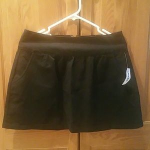 NWT Old Navy black skirt, size 4
