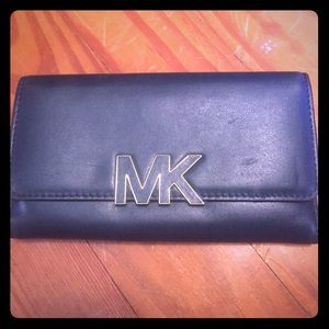Leather Michael Kors wallet Navy great condition!