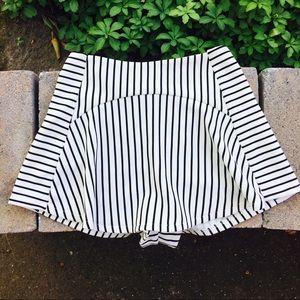 ⚡️ LF black and white striped skort ⚡️