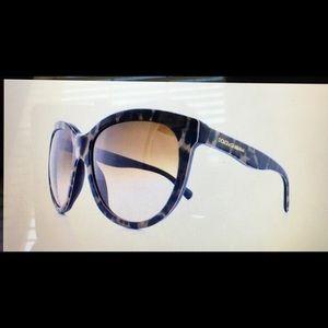 Dolce & Gabbana DG4149 Leopard color sunglasses