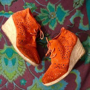 TOMS Burnt Orange Eyelet Suede Espadrille Wedges 7