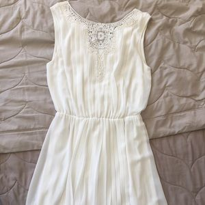 White Jessica Simpson pleated dress w/ lace detail