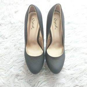 Qupid Black Snake Skin heels Size 7.5