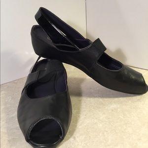 Van Eli Black leather wedge peep toe heels