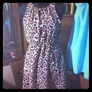 👗Juniors Open Back Cheetah Print Dress Size M👗