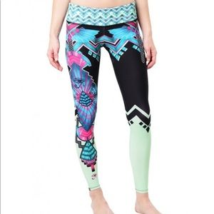 NWT rare and gorgeous Onzie leggings, S/M