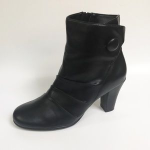 A2 by Aerosoles Black Ankle Boots size 7