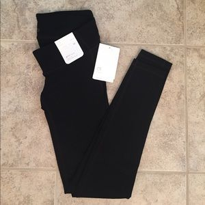 🆕 NWT GapFit Maternity XS Leggings