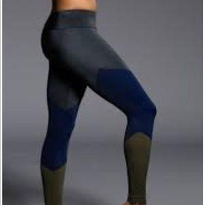 EEUC size M/L Onzie leggings