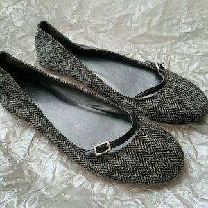 Shoes - Black and grey woven pattern flats