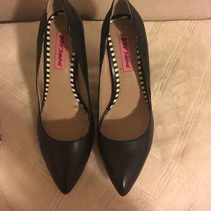 Black Betsey Johnson Scalloped pointy heel.