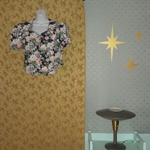 Awesome Vintage 80's cropped floral shirt!