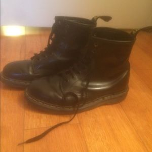 Dr martens leather boots size 6.5