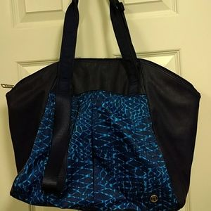 Lululemon Free To Be  tote