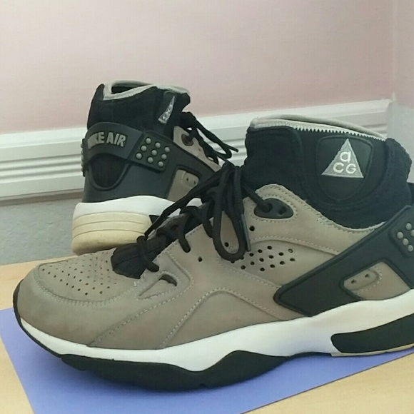 83110594b007 Nike Air Mowabb ACG Gray   Black Fits Women s 9. M 5a0e259f4e8d17e711004807