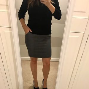 H&M Gray Skirt with Pockets!