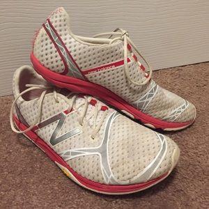 New balance light weight tennis shoe