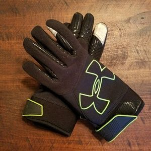 NWOT Under Armour running gloves, small