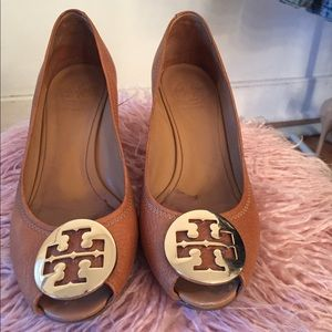 Tory Burch Camel Wedges Kara. Size 7.