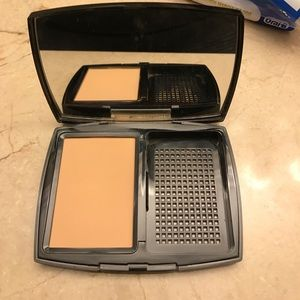Chanel Double Perfection Powder: 20 Beige