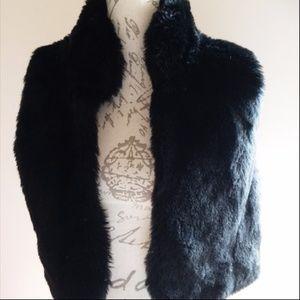 Daisy Fuentes Large Cropped Faux Fur Vest   Black