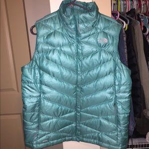 NWOT bright blue north face vest size XL