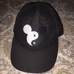 Yin and Yang Mickey cap🐼