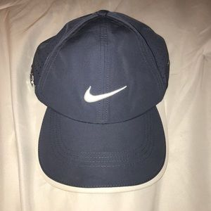 Nike running hat. On trend gray/blue color.