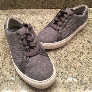 👟Tory Burch Shoes Gray Sneakers Quilted Size 9.5