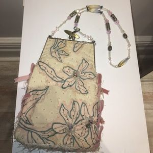 MARY FRANCES VINTAGE CLUTCH!!