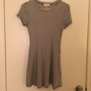 🔥 2 FOR $20 🔥 Cute M Striped Dress