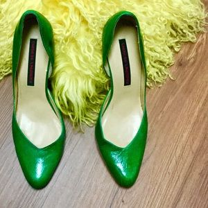 VINTAGE STYLE CHINESE LAUNDRY STREAMLINED HEELS