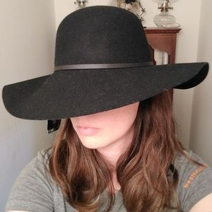 New d&y black wool hat with tags