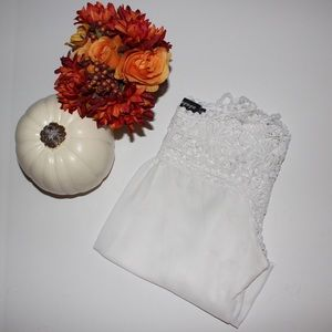 FALL ARRIVAL 🍁🍂 vintage white lace crop top