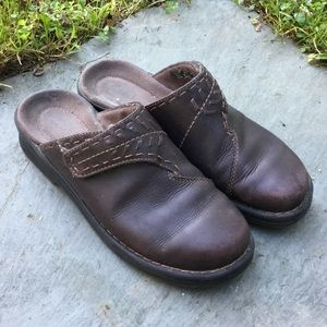 Clarks brown leather clogs/mules
