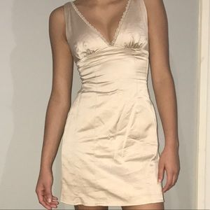 XS BEBE BEIGE SATIN DRESS